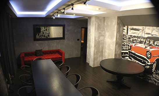 The Vip Room accommodates up to 16 guests for private dinner, casting room, or focus group.